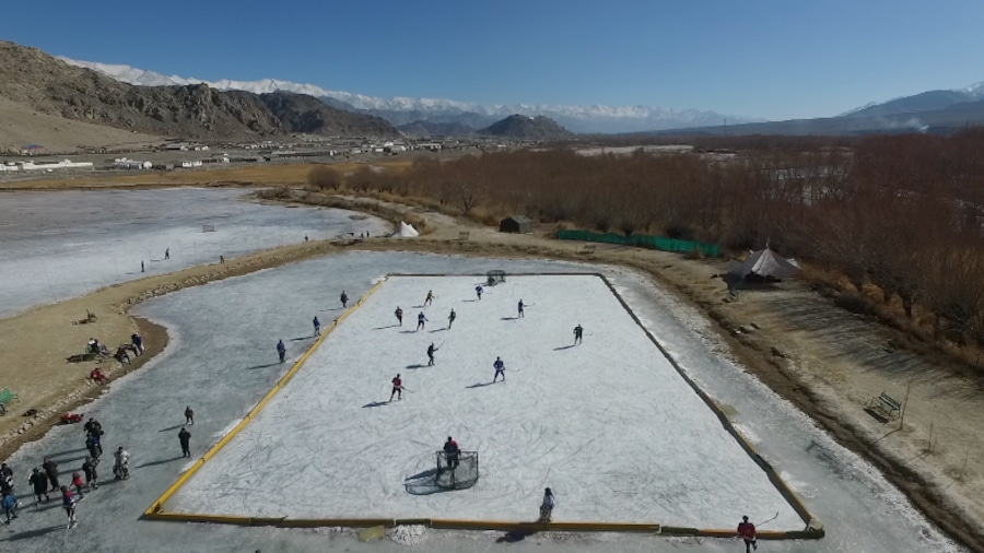 Une patinoire sur le «toit du monde»