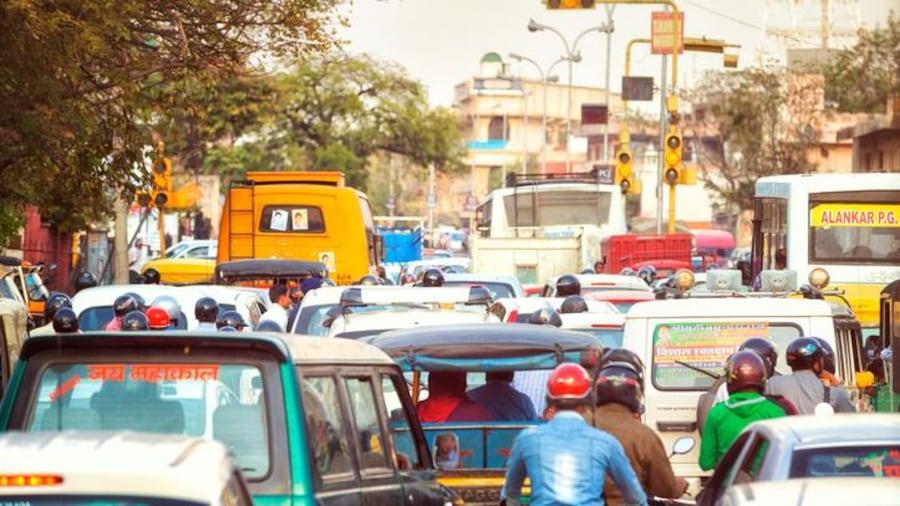Circulation dans une rue de Jaipur, en Inde