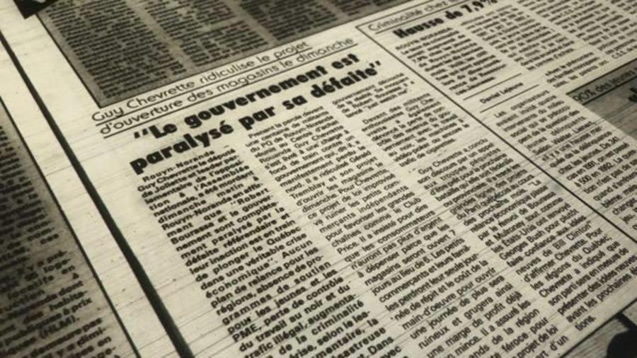 Découpure de journaux avec la manchette «Guy Chevrette ridiculise le projet d'ouverture des magasins le dimanche».