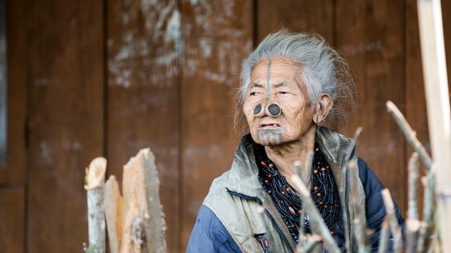 Une membre d'une tribu de l'État du Arunachal Pradesh, dans le nord-est de l'Inde