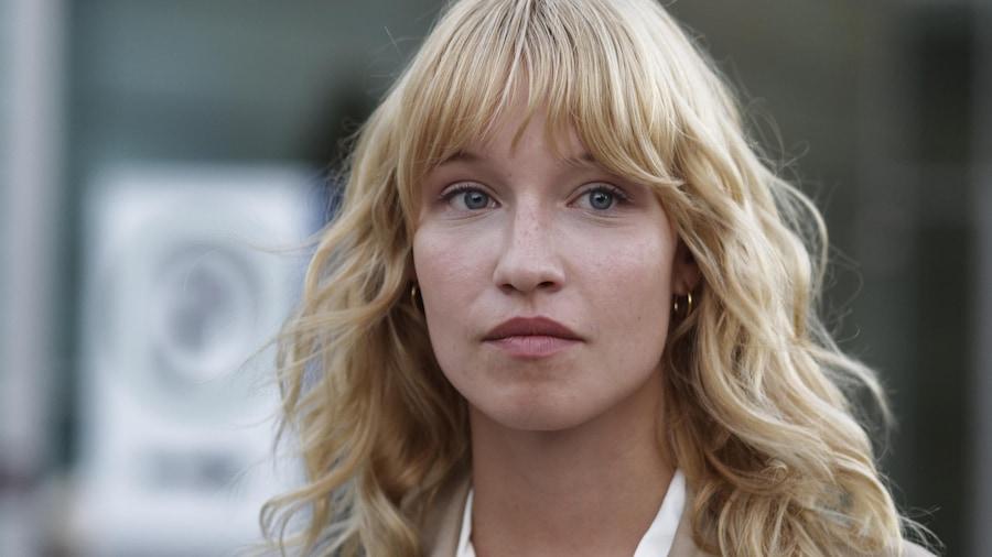 La comédienne dans une scène de la série Le monstre.