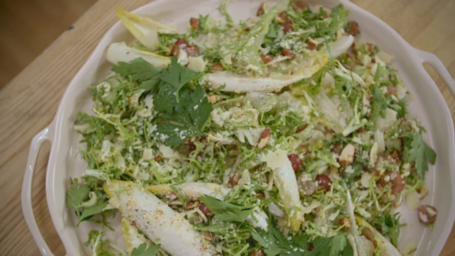 Un bol de salade mélangée