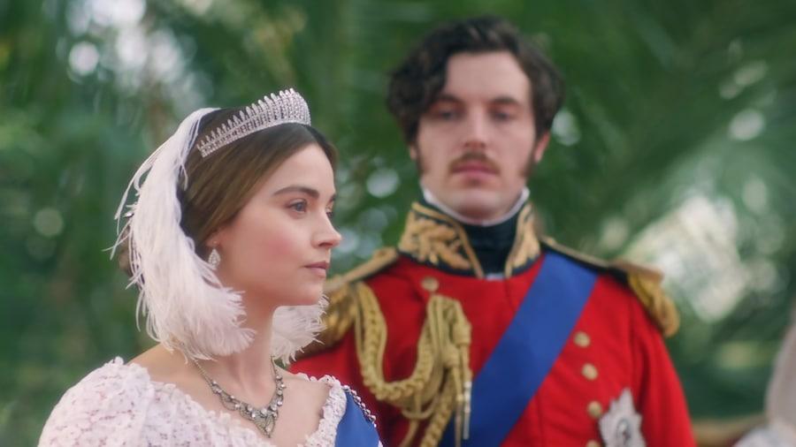 Le prince Albert regarde Victoria