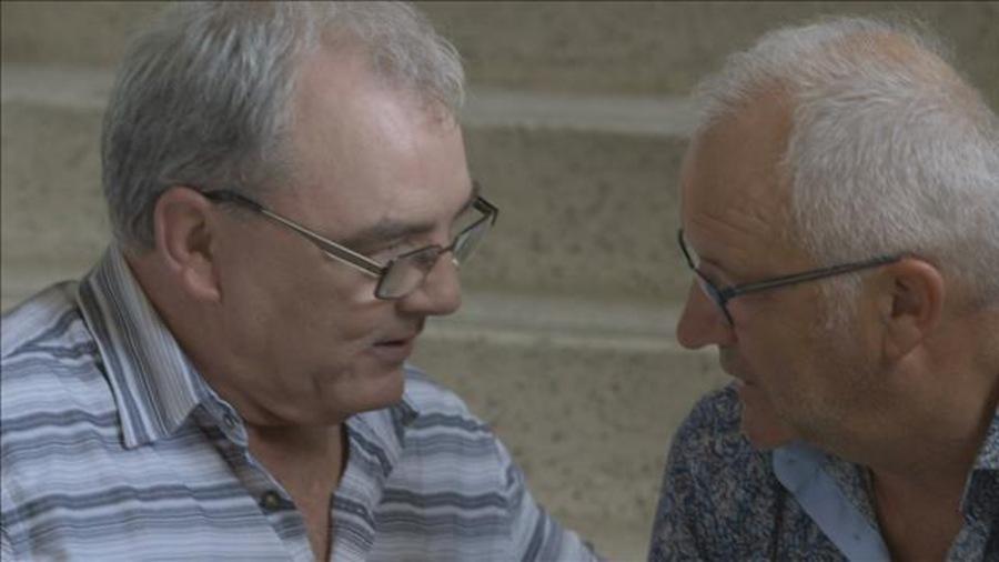 Gildor Roy et Michel Barrette se regardent de très près, dans les yeux