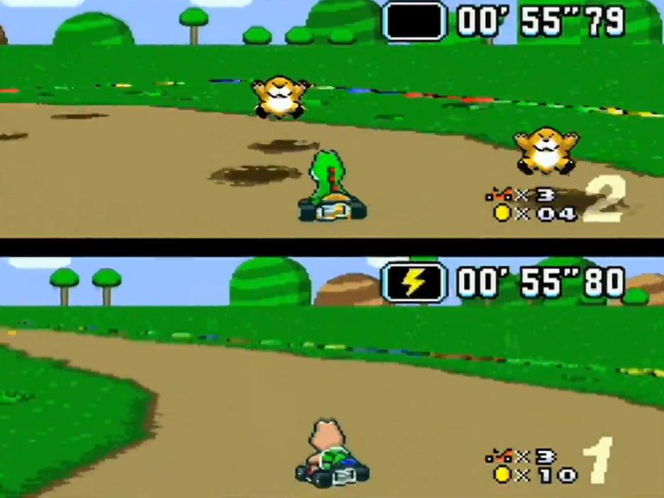 Deux joueurs de Super Mario Kart s'affrontent sur l'écran partagé.