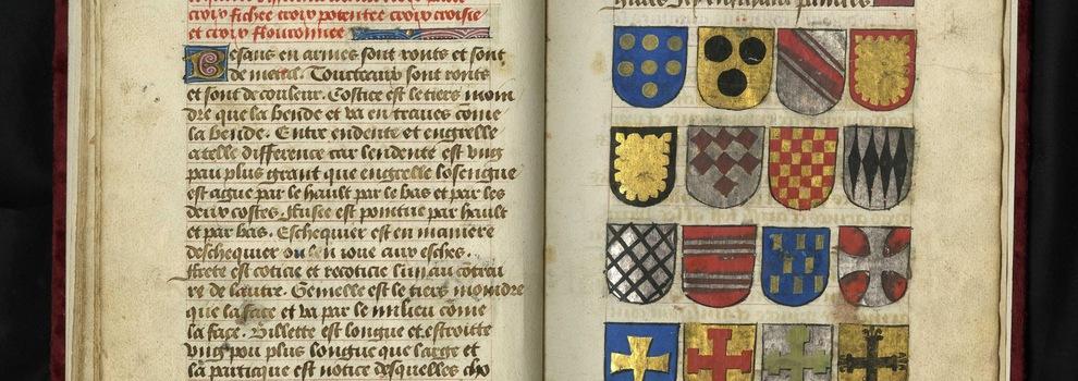 Un manuscrit médiéval et des blasons de familles importantes du Moyen Âge.